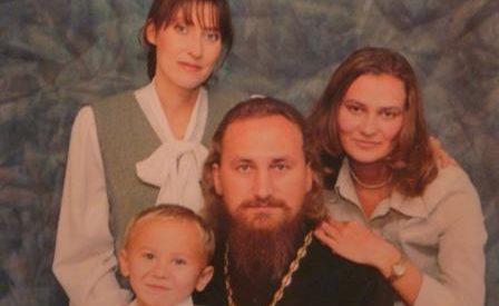 Протоиерей александр зюзя погиб в дтп 5 апреля 2006 года.